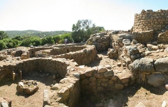 Tra nuraghi e domus de janas: il parco archeologico di Arzachena